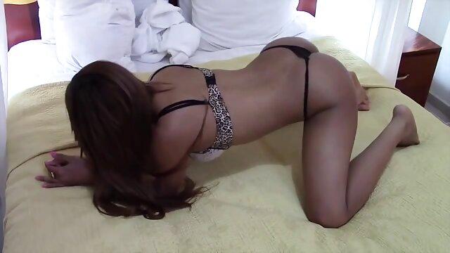 उसके पिछवाड़े में पुरुषों इंग्लिश सेक्सी मूवी ऑनलाइन के लिए छेड़खानी