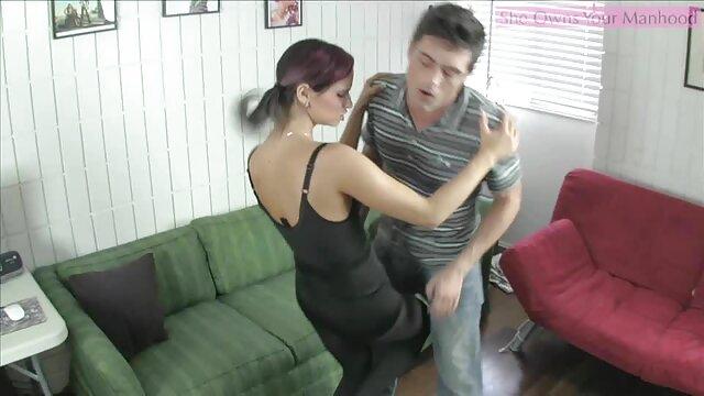 एक लिंग से मारा मुश्किल करने के लिए तैयार करने के लिए तंग गुदा, इंग्लिश सेक्सी मूवी वीडियो एक सूजन गुदा के साथ एक छेद में बदल जाते हैं