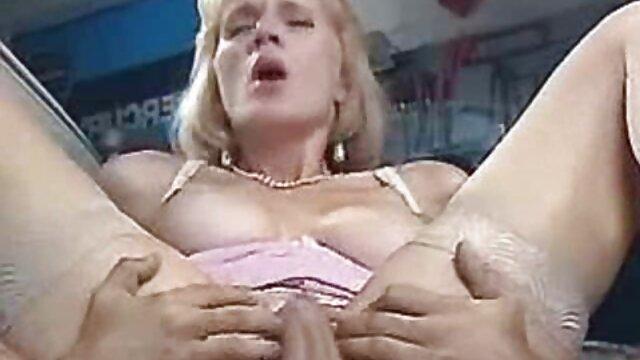 उसके इंग्लिश इंग्लिश सेक्सी मूवी घर में मुश्किल डाली