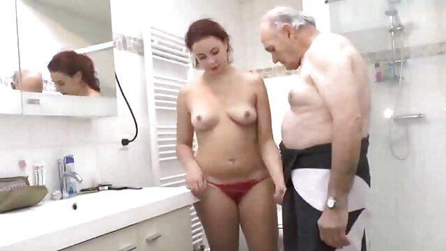 आदमी पहली बार में उसकी बहन का विश्लेषण करने के सेक्सी मूवी इंग्लिश कान है