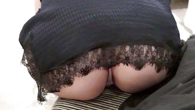 जीभ और होंठ काम चमत्कार सेक्सी मूवी इंग्लिश में के साथ ब्लू एन्जिल्स