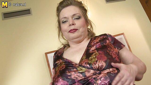 एक सुंदर, गोरा, उसके प्रेमी के लिए इंग्लिश सेक्सी मूवी एक अश्लील स्क्रीन है, तो वह उसके पास जा रहा है विरोध नहीं कर सकते, और चुंबन, और खड़े जब धीरे उसकी दाढ़ी दाढ़ी दाढ़ी बनाने के लिए उसे जाँघिया दूर ले जा रहा है