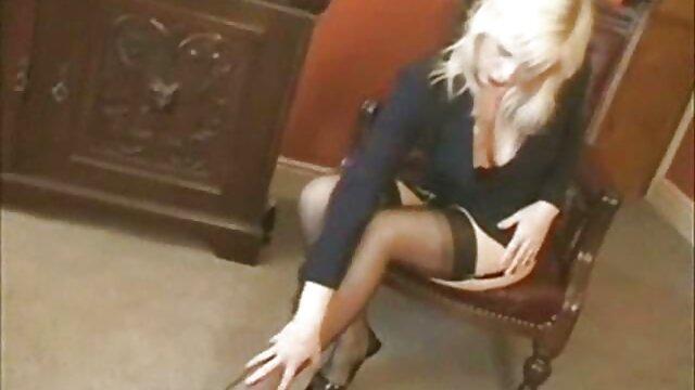 महिला की योनि उसके स्तन पथपाकर के साथ सो रही हो जाएगा इंग्लिश की सेक्सी मूवी